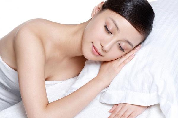 Ngủ đúng cách để da đẹp hơn