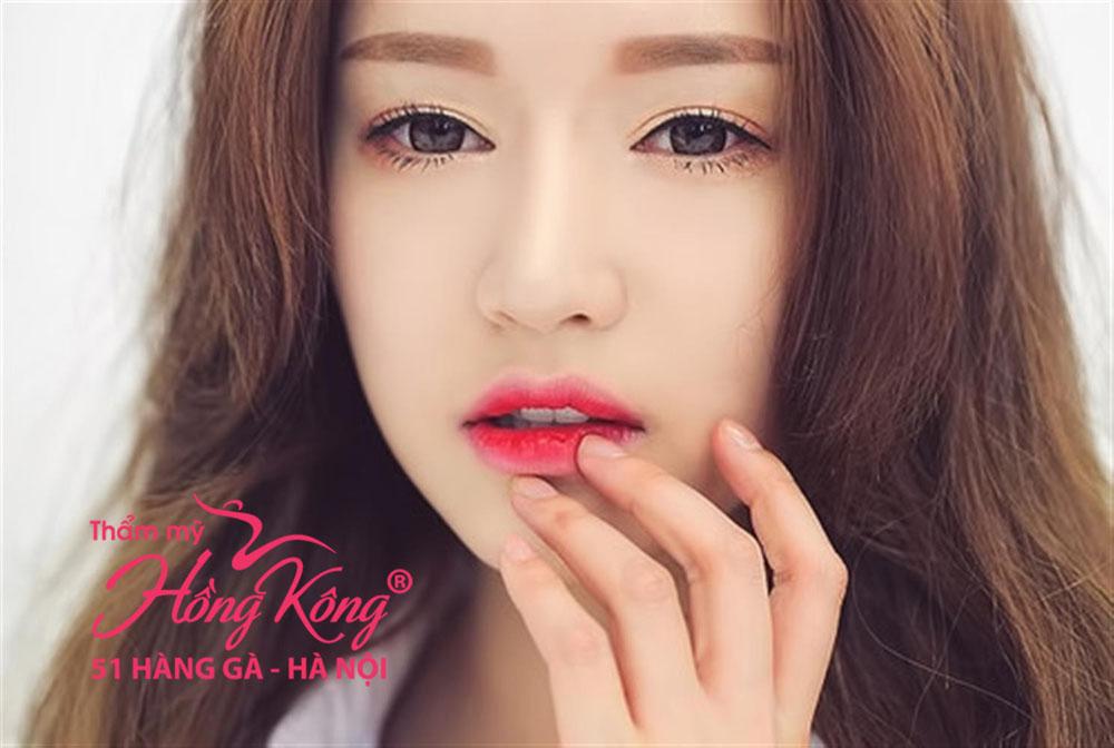 Bí quyết giúp đôi môi hồng rạng rỡ ngày đông