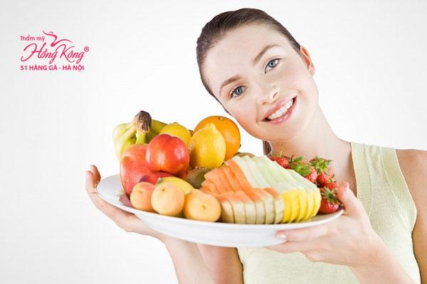 Nên bổ sung các loại vitamin A, C, B có nhiều trong rau xanh, hoa quả
