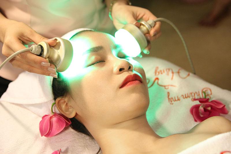 Ánh sáng sinh học của BioLight giúp triệt tiêu vi khuẩn gây mụn