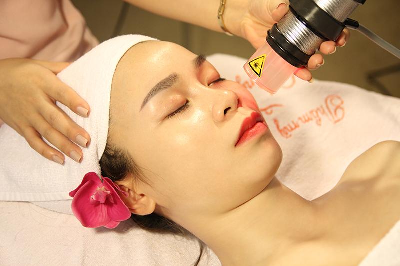 100% khách hàng hài lòng sau khi chăm sóc da mặt tại Thẩm mỹ Hồng Kông