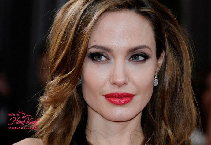 Angelina Jolie sở hữu làn môi căng mọng quyến rũ
