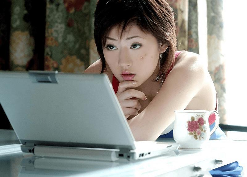 Phuong-phap-tri-mun-hieu-qua-danh-cho-nhung-nguoi-hay-online