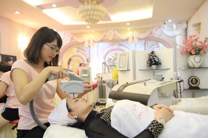 Ultralight sử dụng năng lượng ánh sáng tác động lên vùng da điều trị