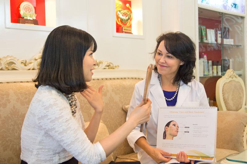 Chuyên gia Marla Kragel tư vấn cho khách hàng