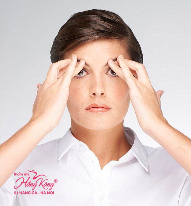 Bài tập chớp mắt giúp nâng mí mắt