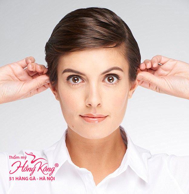 Động tác nâng tai giúp kích thích máu đổ về các cơ mặt và da