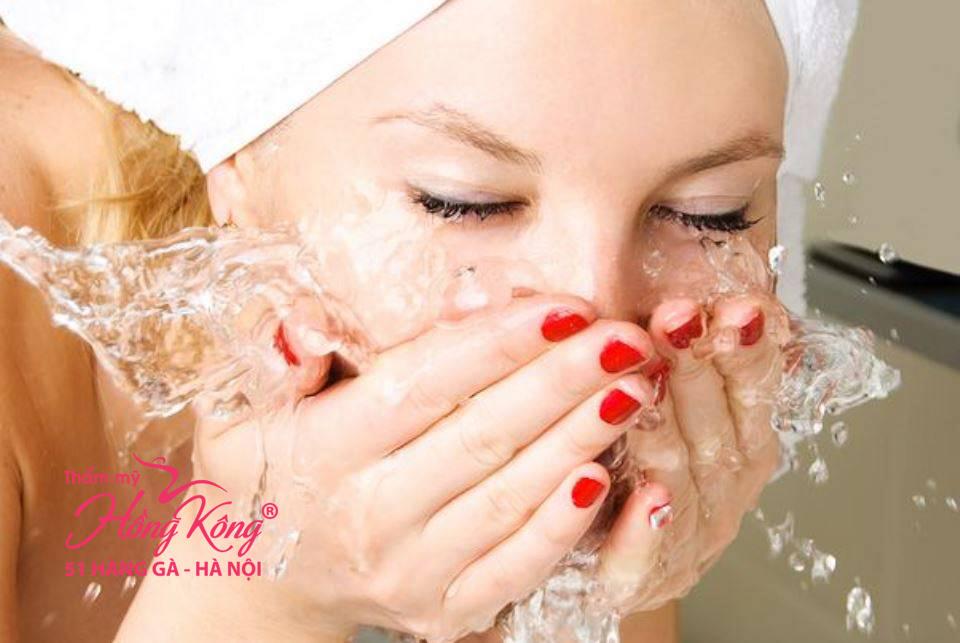 Rửa mặt bằng nước lạnh giúp giảm nếp nhăn, ngăn ngừa lão hóa sớm