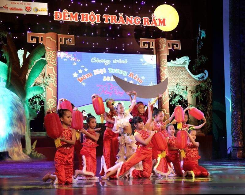 tham-my-hong-kong-dong-hanh-cung-tre-em-co-hoan-canh-kho-khan