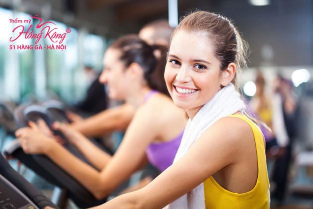 Việc duy trì thói quen tập thể dục hàng ngày, đều đặn với những bài tập phù hợp sẽ có tác dụng kích thích sự sản sinh của collagen và elastin