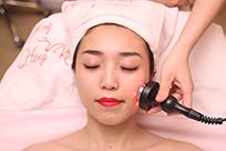 Chăm sóc da mặt bằng công nghệ cao giúp chị em gìn giữ nét xuân theo thời gian
