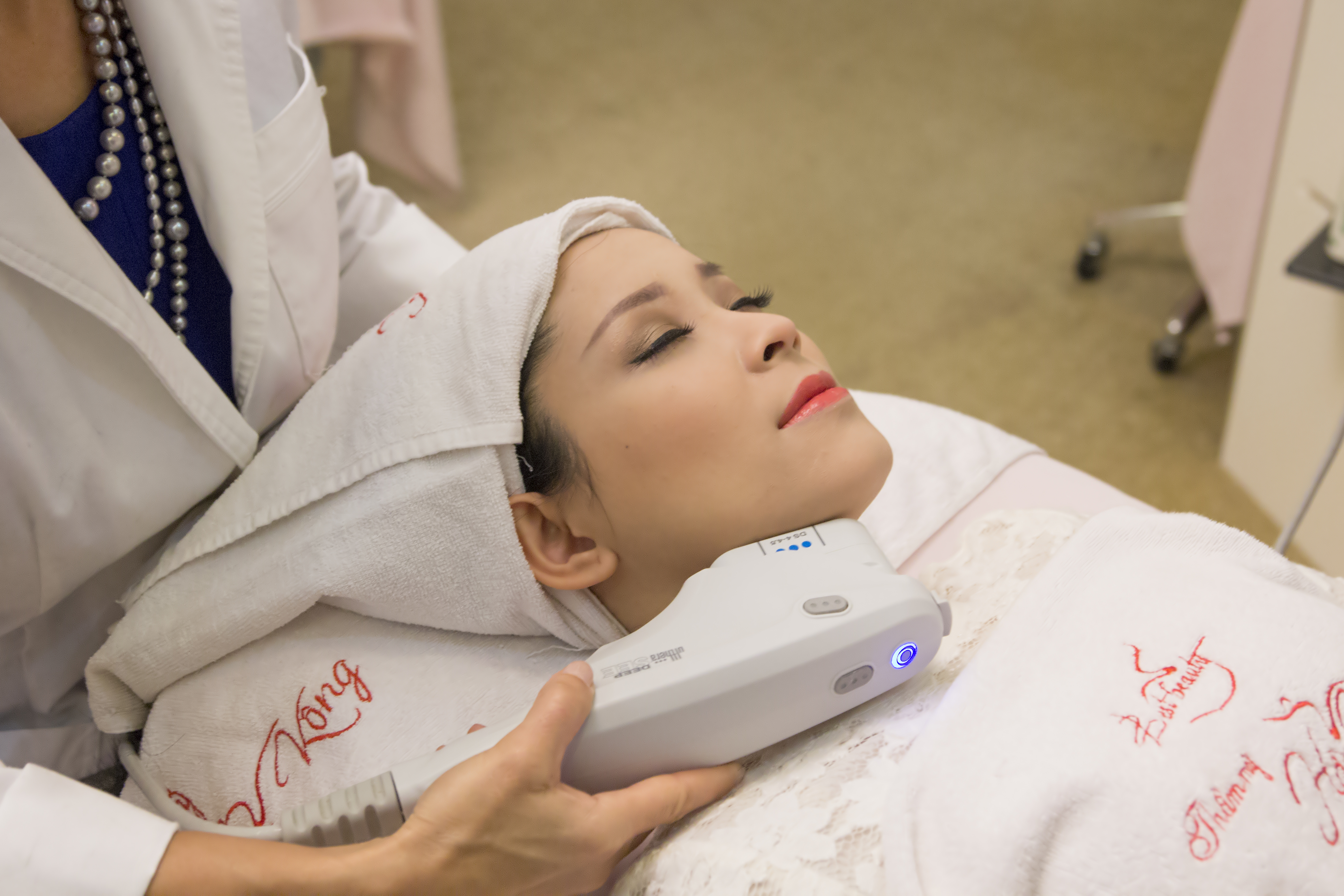 Công nghệ Ultherapy sử dụng sóng siêu âm hội tụ vi điểm tác động sâu vào các mô mỡ