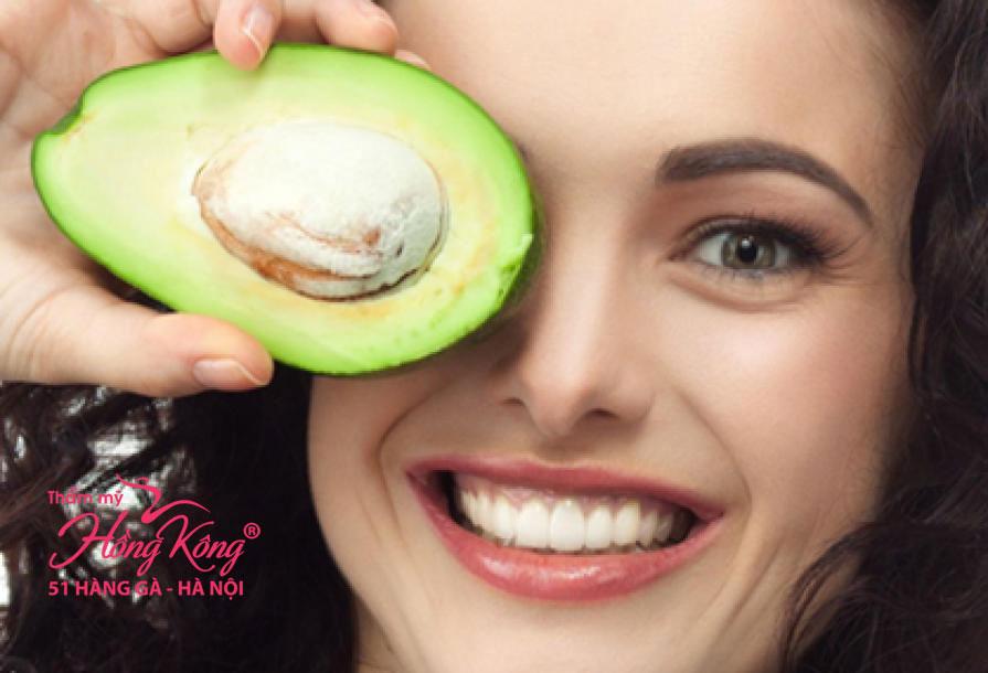 Bạn nên tận dụng quả bơ để làm mặt nạ dưỡng ẩm, căng da và làm mờ các nếp nhăn