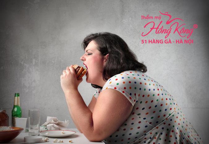 Khi rơi vào trạng thái tâm lý stress, sẽ dễ dẫn tới những vấn đề ăn uống quá mức