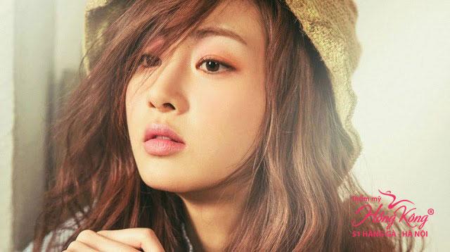 Kang Sora sinh năm 1990, cô từng góp mặt trong nhiều bộ phim nổi tiếng