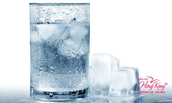 Nước đá có tác dụng giảm cân cao hơn nước có nhiệt độ thường