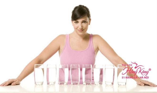 Uống nước giúp cơ thể hoạt động hiệu quả, đốt cháy nhiều calo hơn