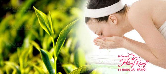 Nếu không may mắn sở hữu làn da nhạy cảm, chị em hãy rửa mặt với nước trà xanh pha loãng