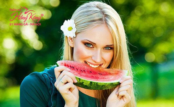 Dưa hấu có vị ngọt mát, không độc, giải nhiệt, chứa 94% là nước