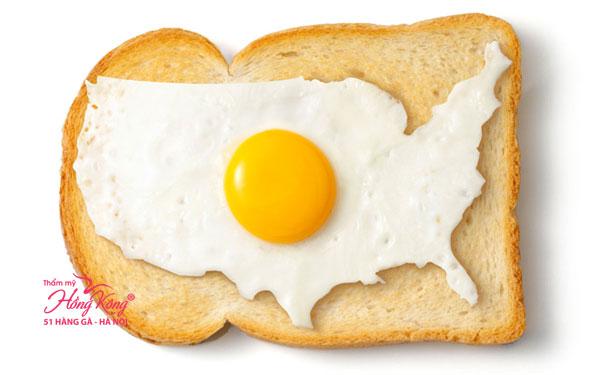 Bánh mì nướng và trứng ốp la