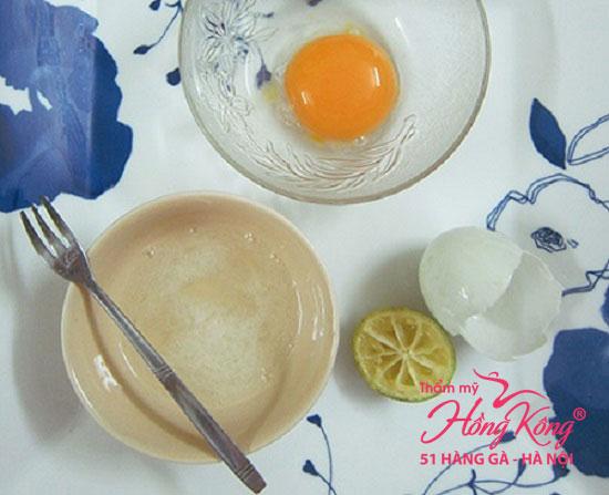 Mặt nạ lòng trắng trứng, mật ong và nước cốt chanh