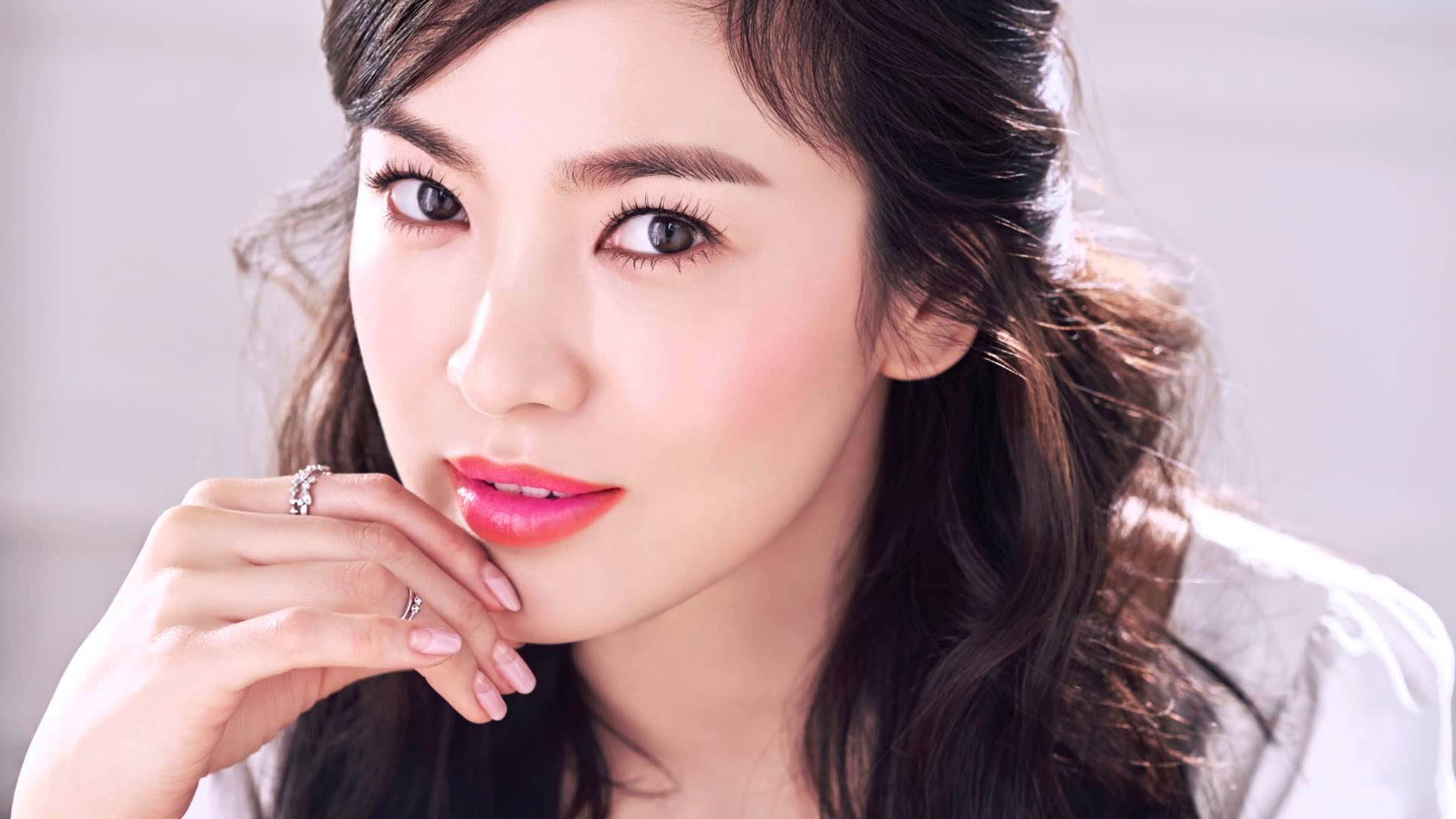 Cặp mày sắc nét làm sáng bừng khuôn mặt kiều nữ Song Hye Kyo