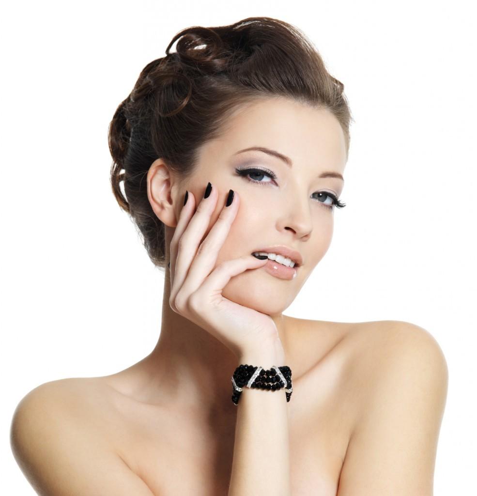 Sử dụng kem dưỡng căng da mặt thường xuyên sẽ đem lại làn da căng mịn, cải thiện tình trạng da lão hóa