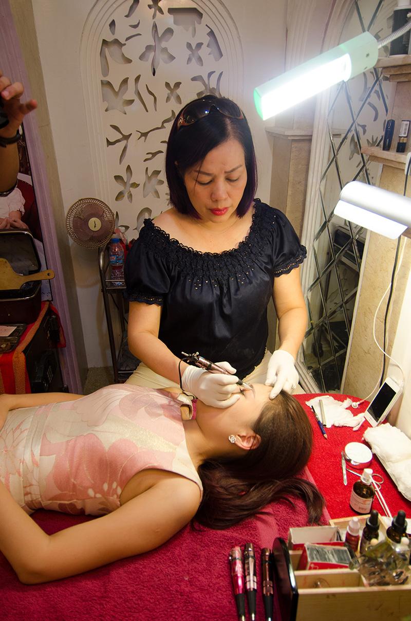 """Phun thêu lông mày ở Thẩm mỹ Hồng Kông 51 Hàng Gà sẽ do đích thân """"Bàn Tay Vàng"""" trong lĩnh vực phun thêu - Tô Thị Phượng trực tiếp thực hiện"""