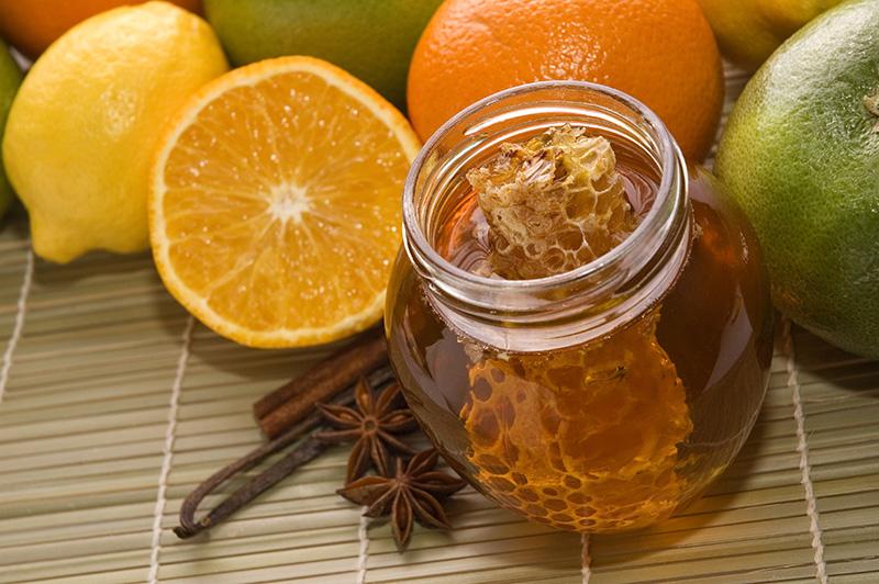 Mật ong và chanh là cách trị mụn cám và dưỡng da tuyệt vời