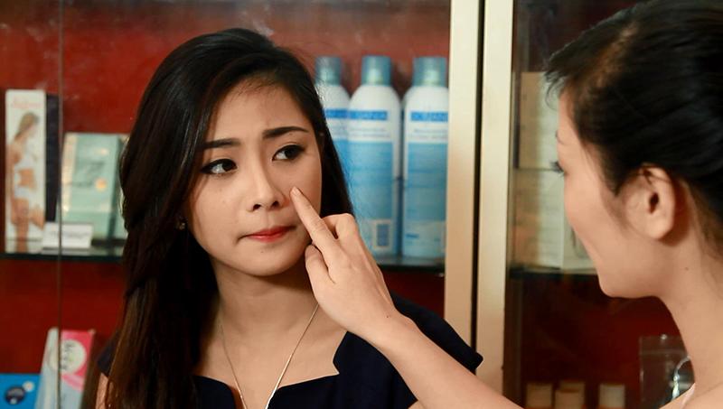 Căng da tại Thẩm mỹ Hồng Kông 51 Hàng Gà, các bác sĩ sẽ kiểm tra tình trạng lão hóa da và tư vấn công nghệ căng da phù hợp