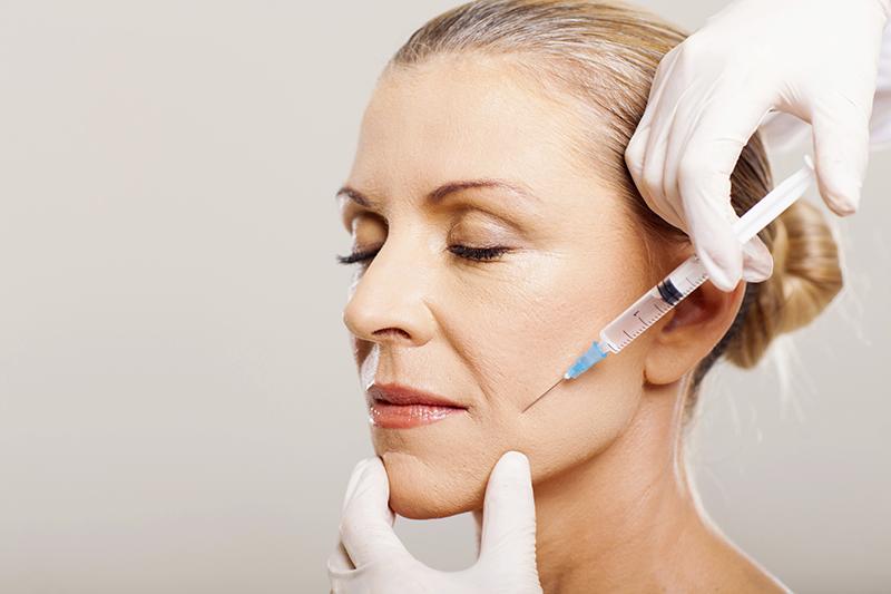 Căng da mặt bằng chất làm đầy tiềm ẩn nguy cơ bị nhiễm trùng