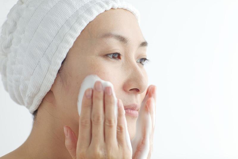 Làm sạch da là bước đầu tiên để sở hữu làn da căng mịn
