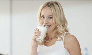 Uống sữa tươi mỗi ngày cho bạn làn da sáng khỏe