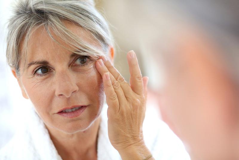 Chú ý trong ăn uống bạn sẽ không sớm phải thấy hình ảnh lão hóa da này mỗi khi soi gương