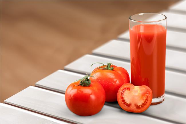 Nước ép cà chua có rất nhiều tác dụng, trong đó có khả năng chống lão hóa rất tốt