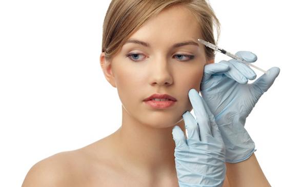 Căng da trán bằng chất làm đầy có thể gây ra viêm, nhiễm