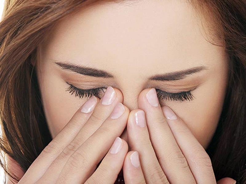 Không tác động mạnh vào mắt trong vòng 3 ngày sau khi phun thêu