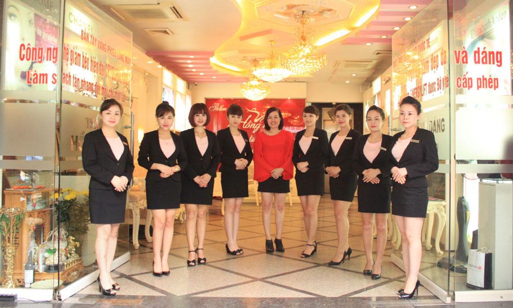 Giám đốc Thẩm mỹ Hồng Kông cùng đội ngũ chuyên viên