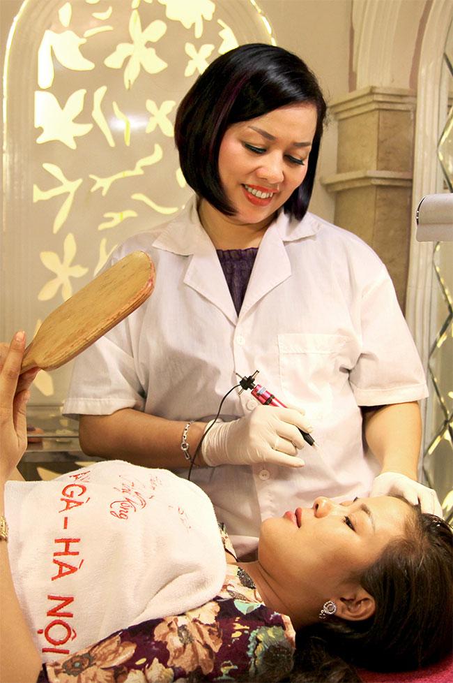 Tại sao nên chọn dịch vụ phun mí mắt tự nhiên tại Thẩm mỹ Hồng Kông, 51 Hàng Gà?