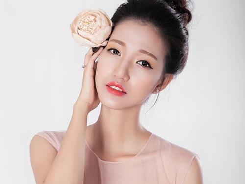 Màu hồng cam mang lại vẻ đẹp ngọt ngào, trẻ trung và cá tính