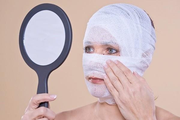 Phẫu thuật căng da gây biến dạng gương mặt