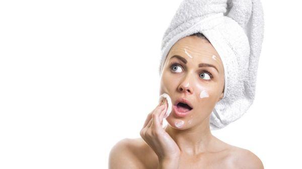 Rửa mặt nhiều lần gây bào mòn da