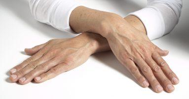 """Chuyên gia """"bật mí"""" cách để trẻ hóa da bàn tay cực kỳ hiệu quả"""