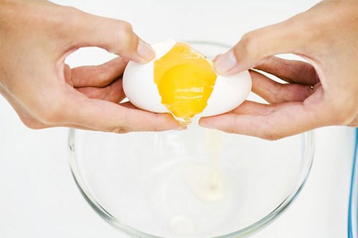 Cách làm trẻ hóa da với lòng trắng trứng gà