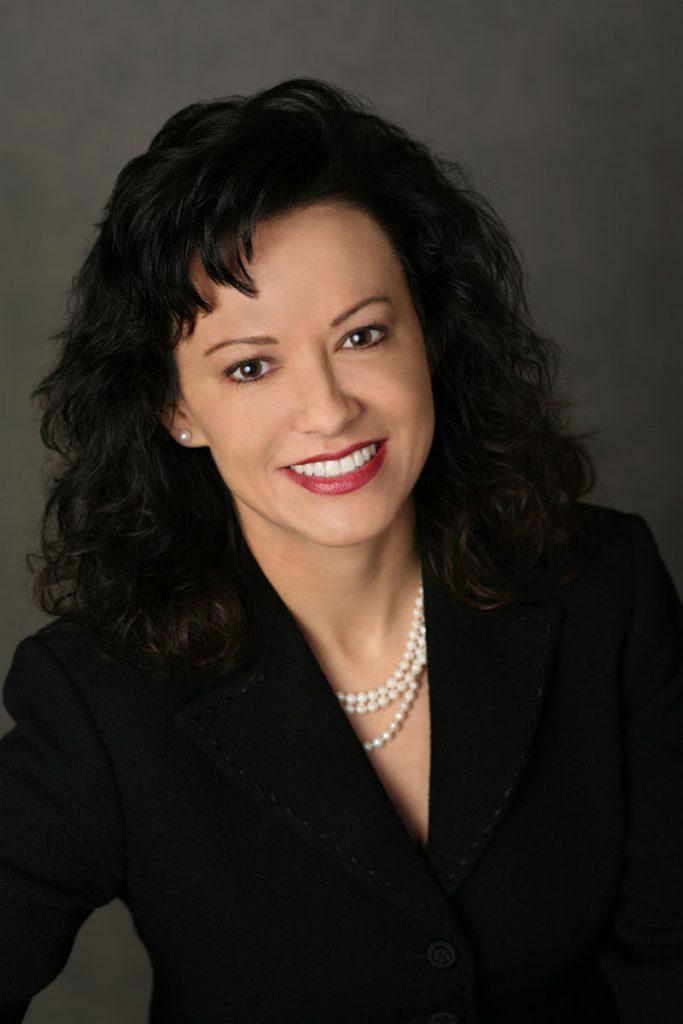 Chuyên gia Marla Kragel – chuyên gia về trẻ hóa da hàng đầu thế giới của Mỹ