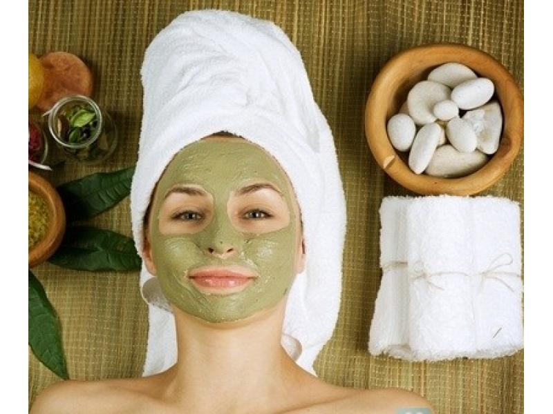 Cách làm căng da mặt với dầu dừa và bột trà xanh