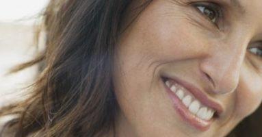 Vết nhăn khóe mắt làm bạn già đi 10 tuổi?
