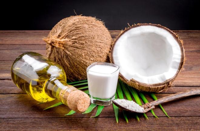 Cách căng da mặt từ vitamin E và dầu dừa