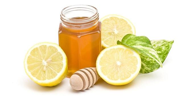 tri-nam-da-mat-bang-vitamin-e-chanh-tuoi-mat-ong