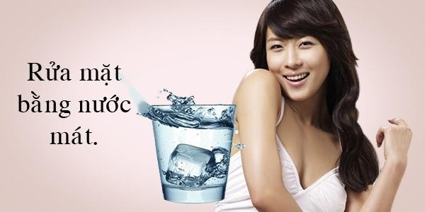 Ha Ji Won chia sẻ, việc chỉ dùng nước lạnh không những kích thích lưu thông máu mà còn làm da sáng và thu nhỏ lỗ chân lông